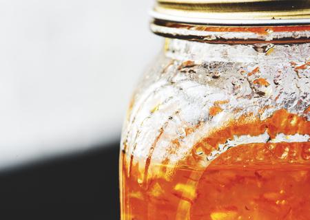 ガラスの瓶にマーマレードのクローズ アップ
