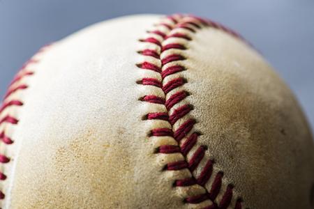 ブラウン野球ボールスポーツ用品のクローズアップ