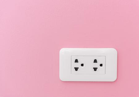 분홍색 벽에 전기 플러그 공급 스톡 콘텐츠