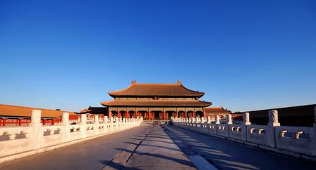베이징에서 이른 아침 햇빛에 매혹적인 자금성.