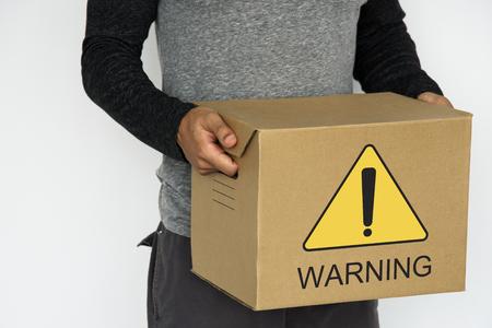 경고 표시가있는 소포 스톡 콘텐츠