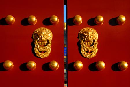 Ikonenhaftes chinesisches Tor, Peking, China. Standard-Bild - 89586952