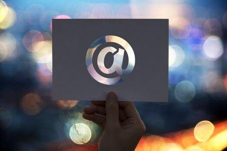 전자 메일 네트워크 통신 구멍이 종이에 서명