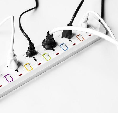 白で絶縁された電力供給プラグ 写真素材