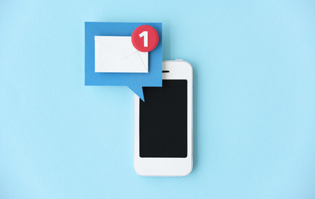 Teléfono móvil artesanal de papel