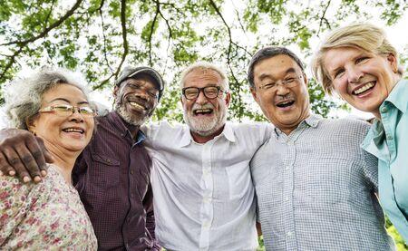 Groep Senior Pensioenbespreking Ontmoet omhoog Concept