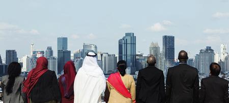 Diversos hombres de negocios Stand Look Sky Foto de archivo - 89668003