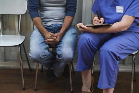 医師は症状の患者を求めています。