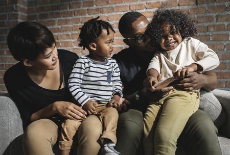Afrikaanse familie die samen een geweldige tijd doorbrengt