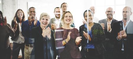 Het publiek juicht het waarderen van het Concept van de Appreciatie van het Geluk van de Klop toe Stockfoto