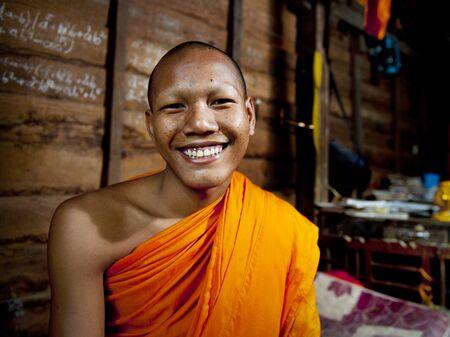 캄보디아 스님 웃고. 스톡 콘텐츠