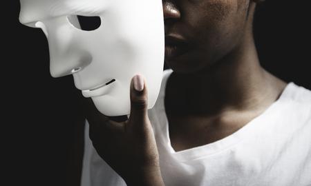 Black woman holding white mask Фото со стока - 89601980