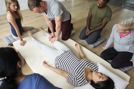 Massage therapy group training class Imagens