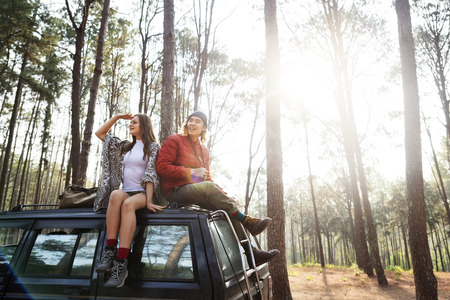 Couple on a road trip Imagens