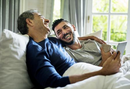 ゲイのカップルは一緒に時間を過ごしています 写真素材