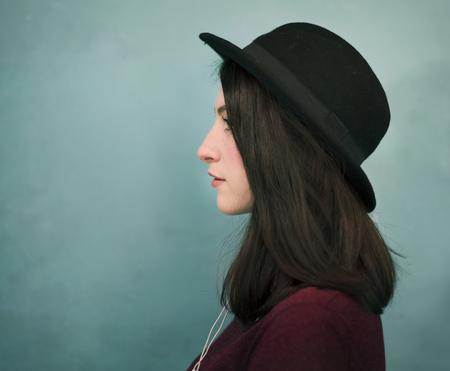 帽子の女性の肖像画 写真素材