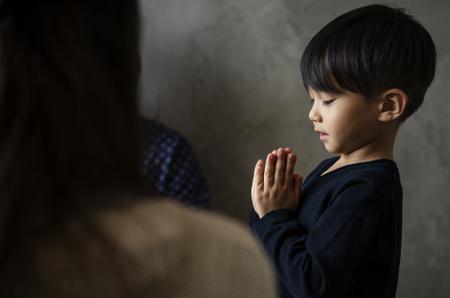 Japanese boy praying Banco de Imagens
