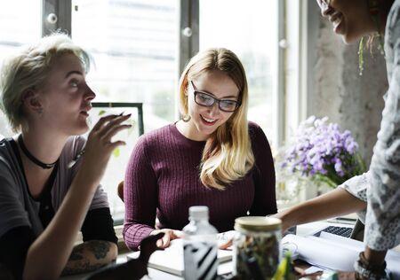 여성 비즈니스 회의