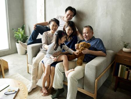Familia japonesa feliz