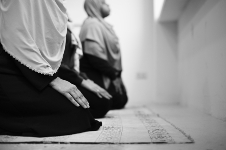 Muslim people are praying 版權商用圖片