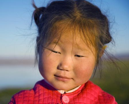 이른 아침에 귀여운 아시아 여자입니다.