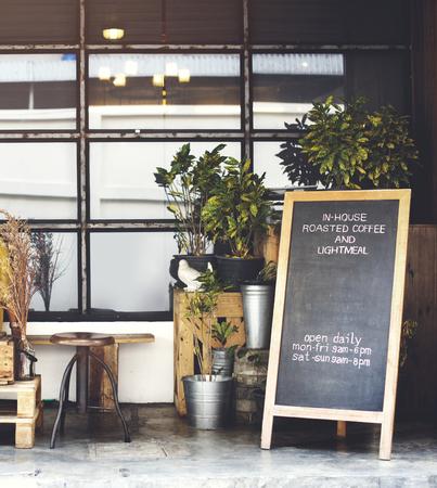 コーヒーショップの営業時間 写真素材