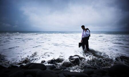 サモアのビーチでビジネスマン