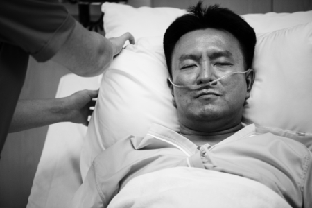 A sick Asian man in a hospital Фото со стока - 90667248