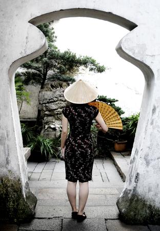 정원에있는 중국 여자 스톡 콘텐츠