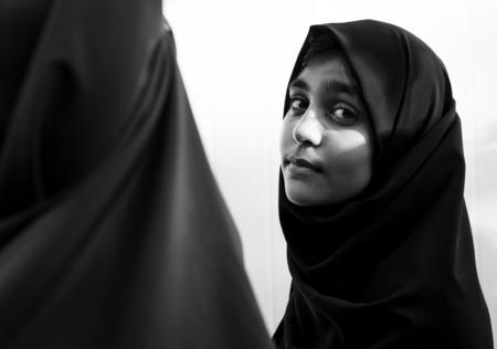 陽気なイスラム教徒の女性