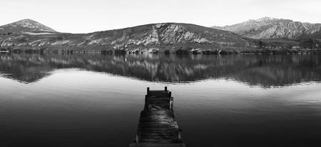 古いボートの桟橋、ヘイズ湖、ニュージーランド。