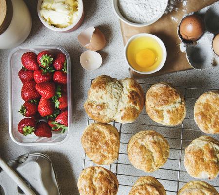 Baking scones at home shoot  版權商用圖片