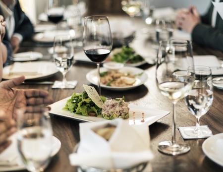 Bedrijfsmensen die samen Concept dineren Stockfoto