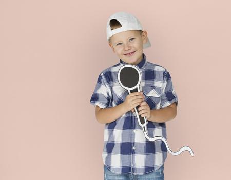 白人の少年マイク笑顔