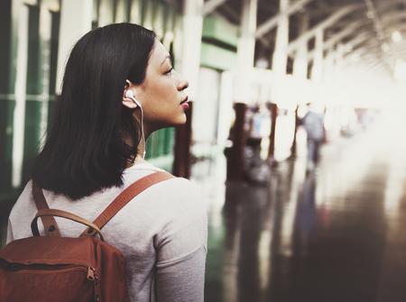Asian woman travelling Фото со стока - 90711877