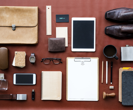 Masculine organized on the desk