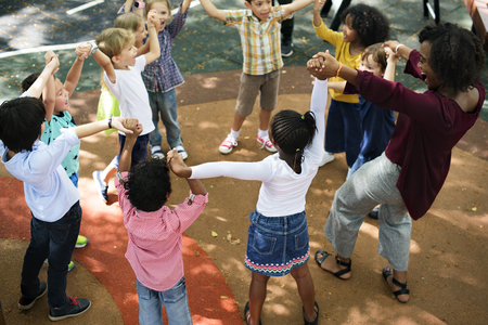 초등 학생의 행복한 아이들 스톡 콘텐츠 - 90813834