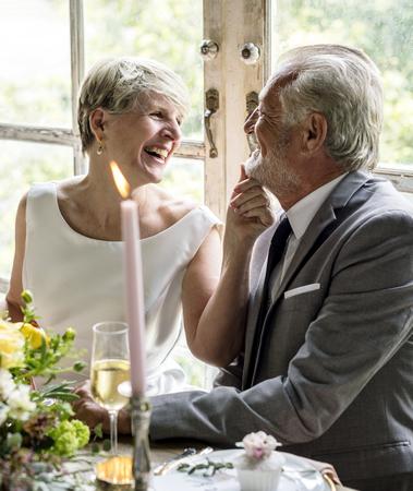 다리와 신랑 결혼식 날 스톡 콘텐츠
