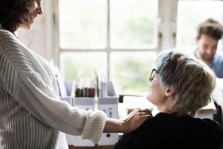 職場の女性の同僚 写真素材
