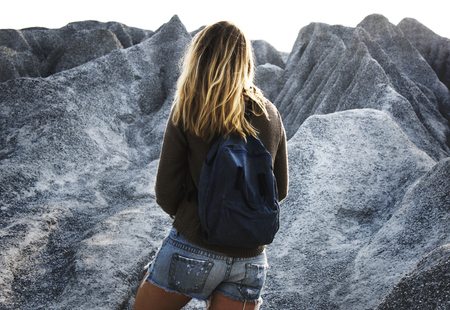 Woman hiking to the top of mountain in nature Banco de Imagens