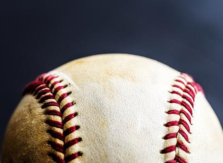 茶色の野球ボールスポーツ用品のクローズアップ 写真素材