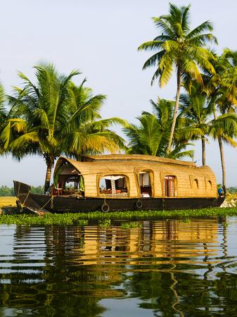 Woonboot op de binnenwateren van Kerala. Kerala, India