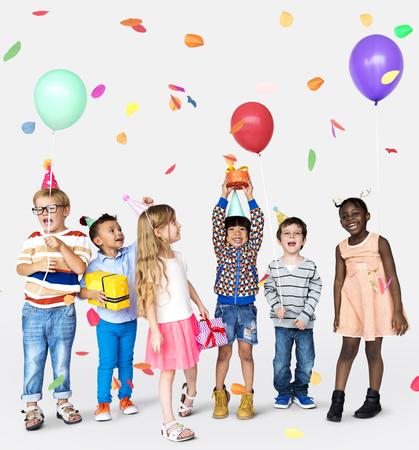 Bambini in gruppo che festeggiano Archivio Fotografico - 90757721