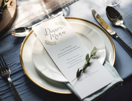 Dinner menu on a clean plate with leaves Zdjęcie Seryjne