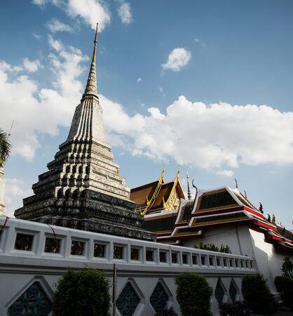 Pagode do templo de Wat na Tailândia Foto de archivo - 90758387