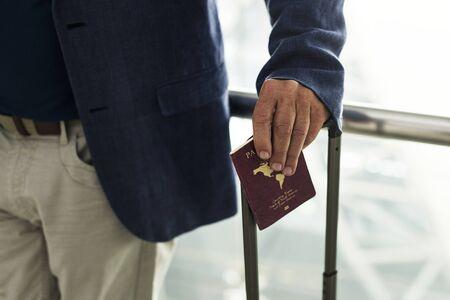 一人で旅する男