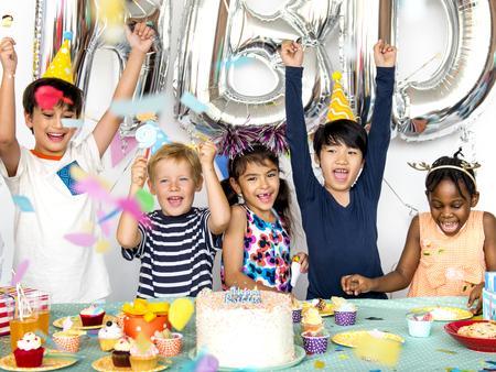Group of kids celebrate birthday party together 版權商用圖片
