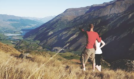 몇 가지 멀리 산 및 호수는 아파르 어 찾고.