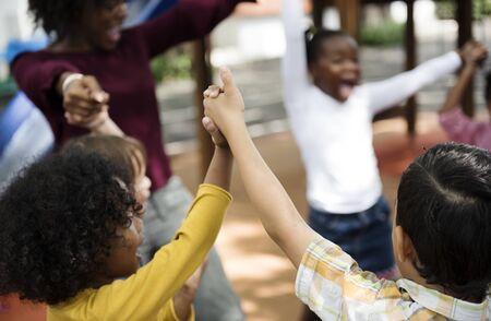 Crianças felizes na escola primária
