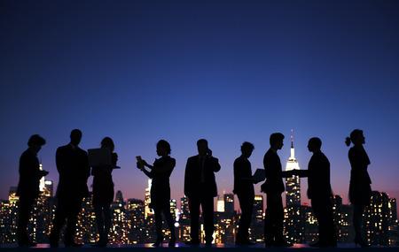 Pessoas de negócios Comunicação global Conceito da vida da cidade